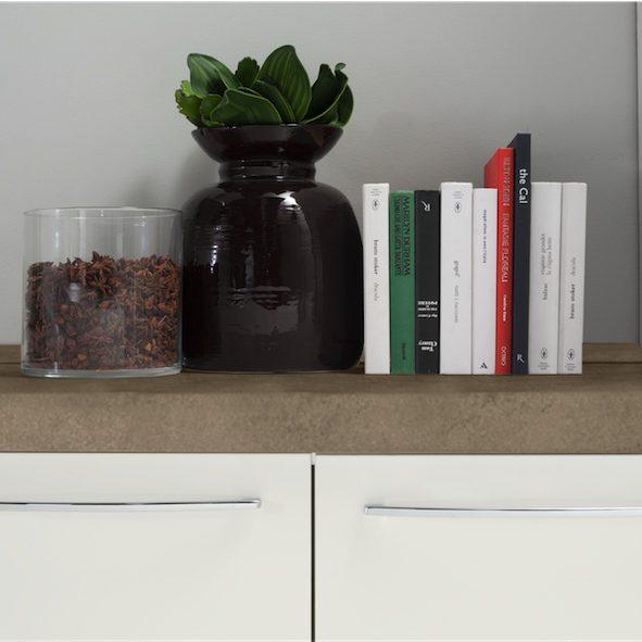 Cucina moderna Kira particolare basi in bianco lucido