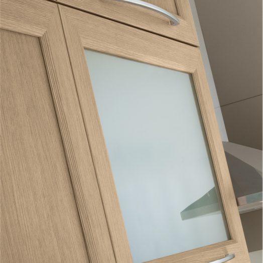 Cucina moderna Patty particolare mix anta legno e anta vetro con telaio in larice sbiancato